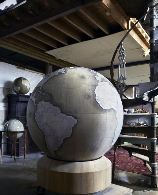 Churchil Globe