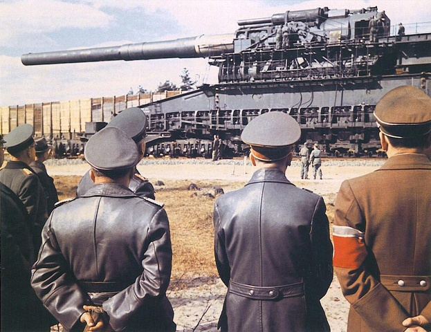 Admiring the Gustav Gun