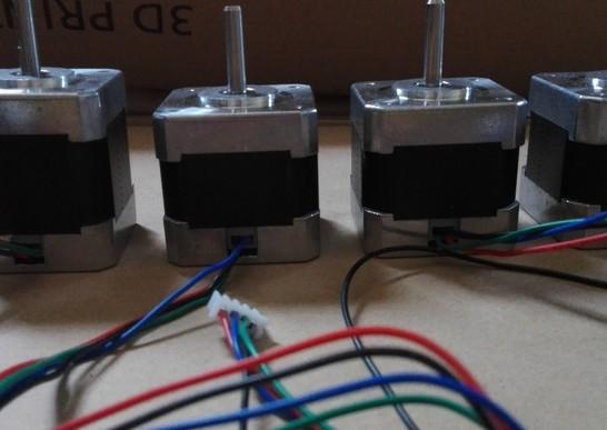 デルタ型 3D プリンター KOSSEL(中華製) - ステッピングモータ(1個だけ高さが違う)