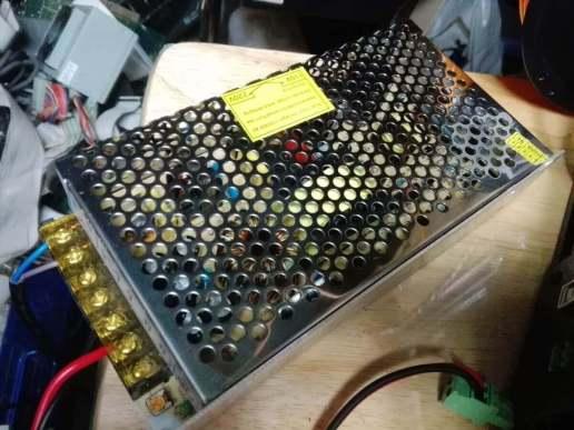 中華製の電源ユニット、12V 16.5A - 焼損