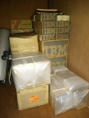初代IBM PCの保管されていた倉庫のようす。