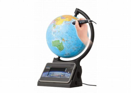 タブレット連動の「しゃべる地球儀」が登場