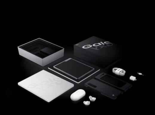 折りたたみスマートフォン「Galaxy Fold」国内発売決定!
