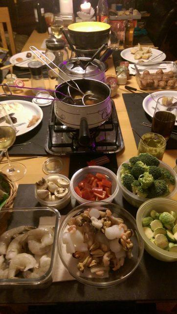 Fleischfondue, Käsefondue, Chinesisches Fondue, Mayonnaise, Schafskäsedip, Teufelssoße