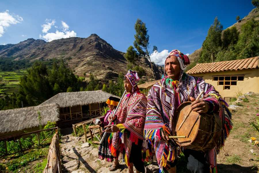 Peruvian textile weaving - Local welcome to the Sacred Valley.