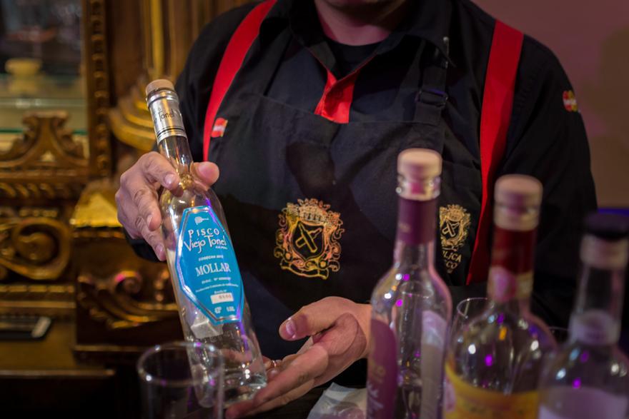 Présentation des bouteilles de Pisco