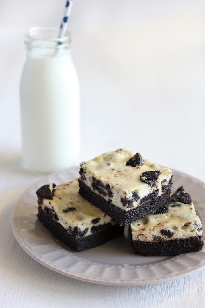 בראוניז עם עוגת גבינה, שוקולד לבן ואוריאו