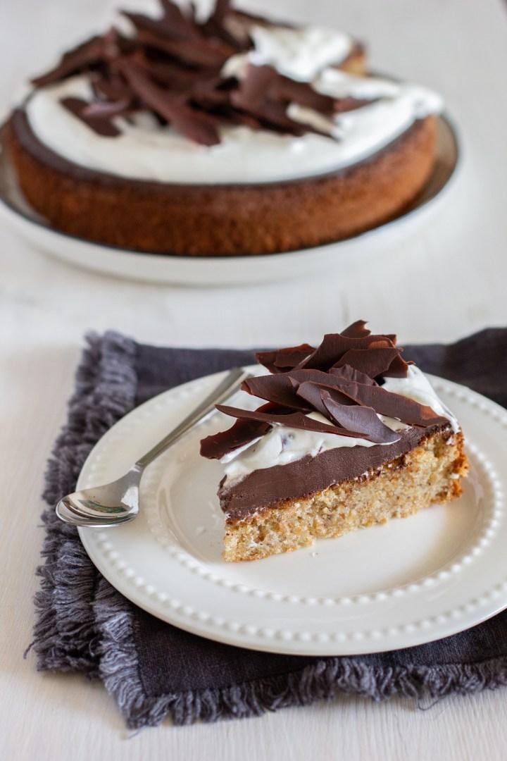 עוגת אגוזי לוז, שוקולד וקצפת (ללא קמח!)
