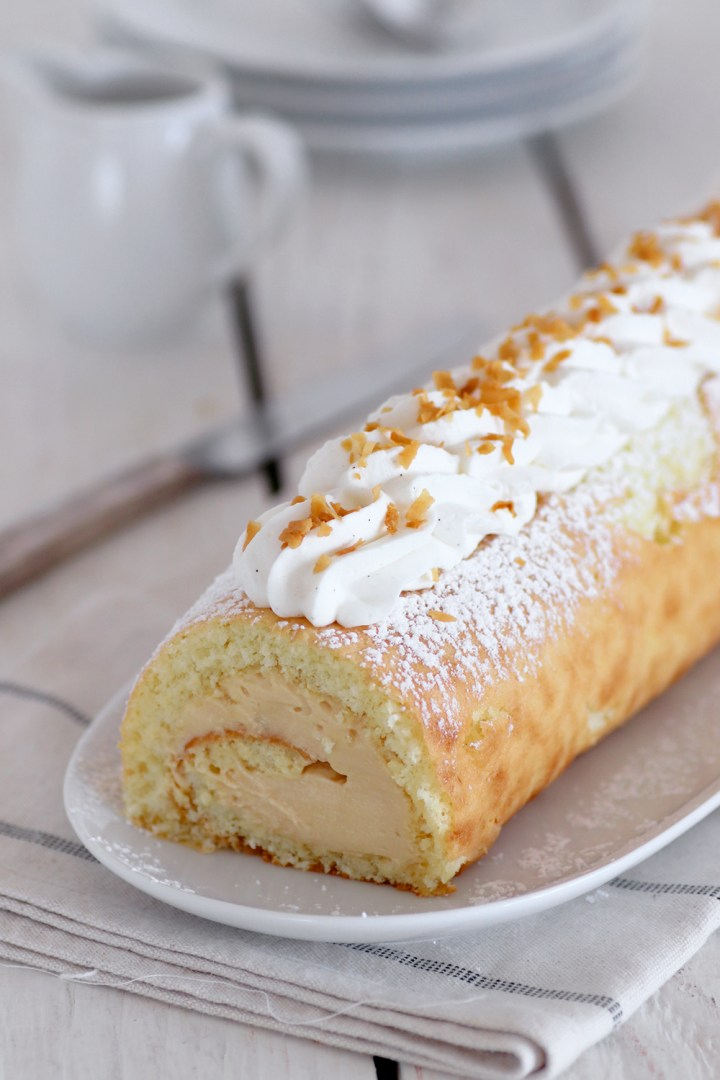 caramelized_white_chocolate_cake_roll3-s