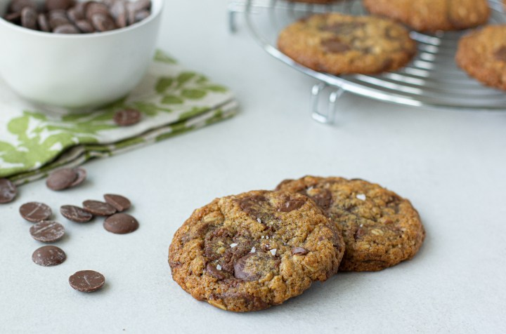 עוגיות שיבולת שועל עם קוקוס ושוקולד חלב