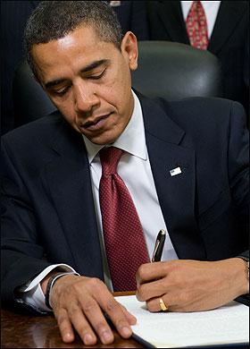 Pres. Obama signs order closing Guantanamo