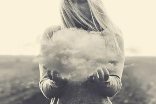 Kobieta z chmurą