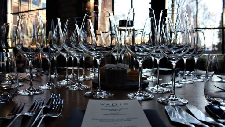 vadio dinner table