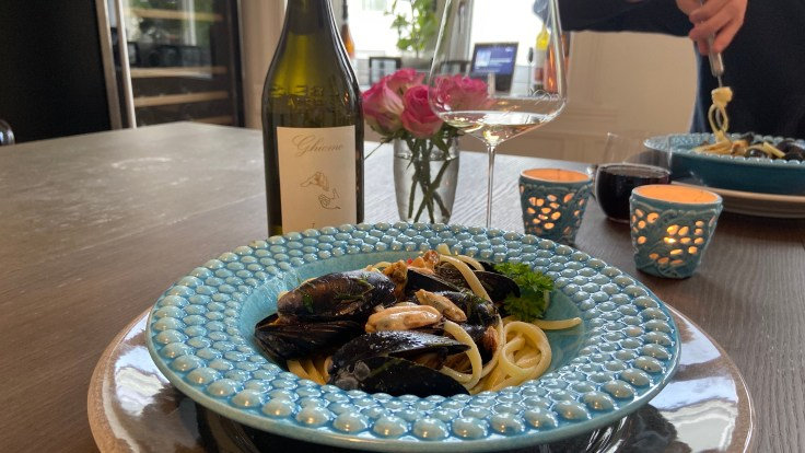 Mussel Linguine paired with Ghiomo Langhe Arneis