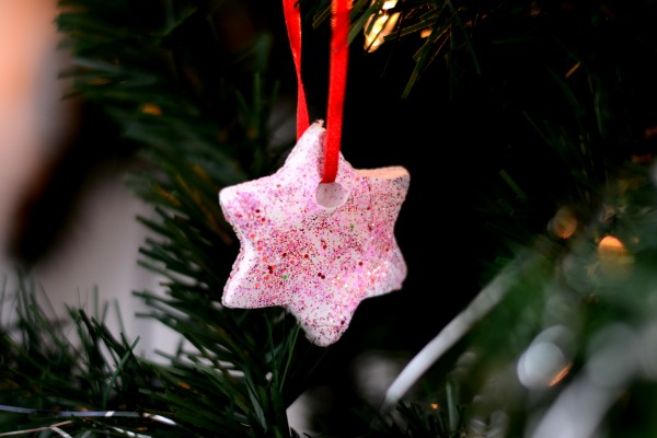 Glitter Christmas Ornaments – Weekly Pin Project #20
