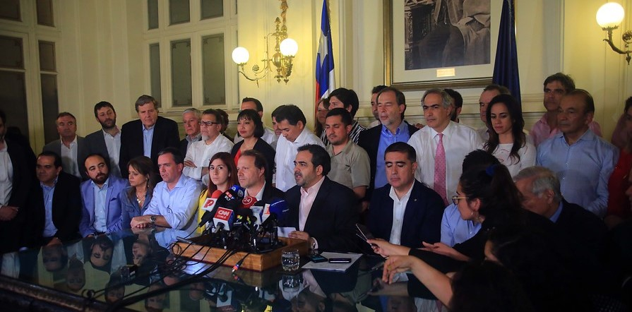 Los vínculos con el poder político y empresarial de los miembros de la comisión técnica constituyente