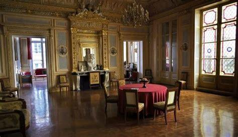 """Escándalo en Francia: investigan participación de ministros en cenas """"clandestinas"""" que burlan la cuarentena"""