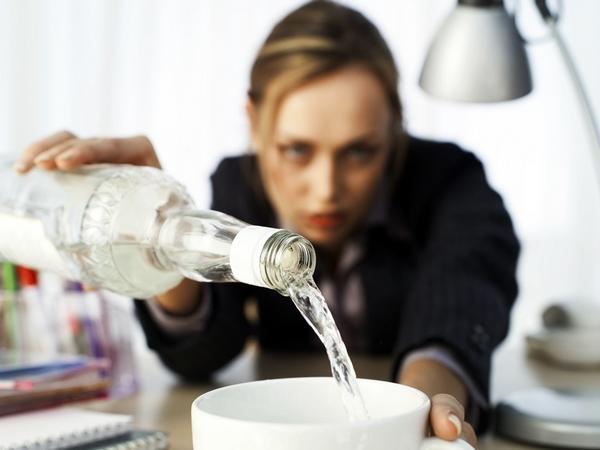 Qué es la drunkorexia o ebriorexia