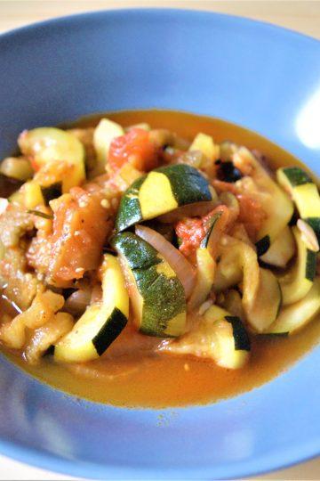ratatouille, duszone, warzywa, cukinia, papryka, pomidory, ziola, po francusku