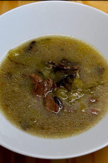 Boeuf Strogonow, mięso wołowe, ogórki kiszone