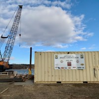 Crane and shipping container2_2.5.21