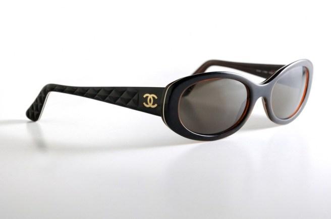 Photographie packshot d'une paire de lunettes solaires Chanel pour femmes