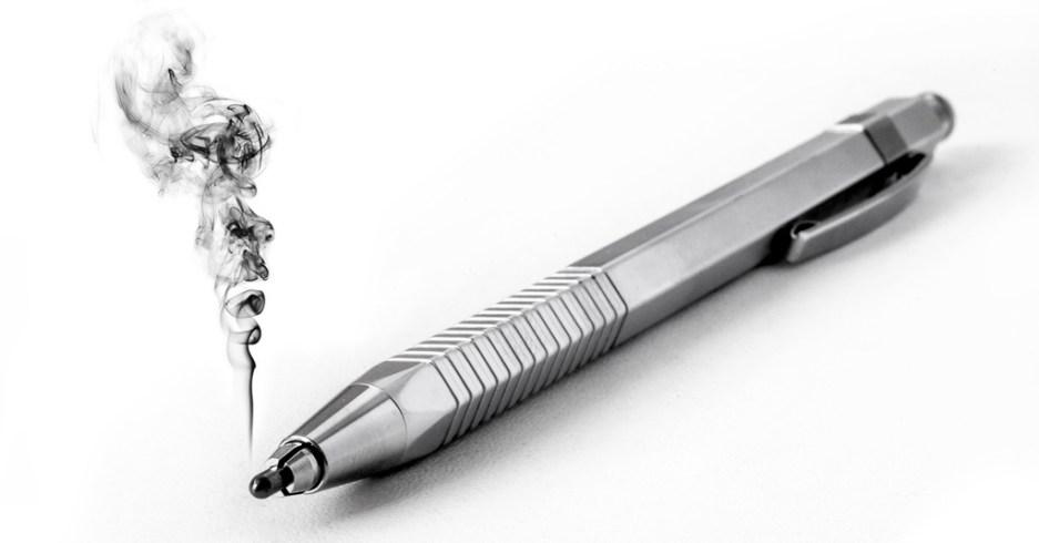 Photo d'un crayon dont la mine fume.