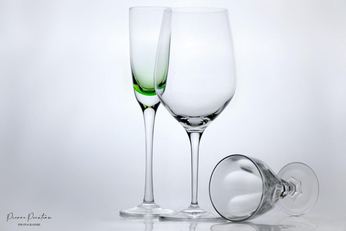 Photo packshot de trois verres, sur fond blanc