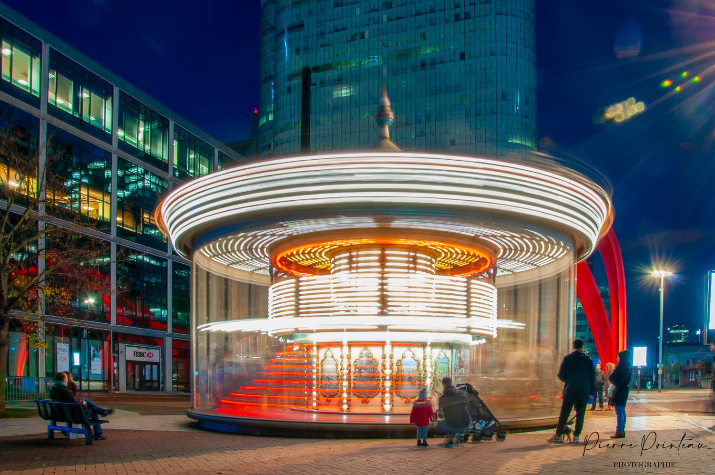 Photographie d'un Carrousel, esplanade de la Défense, à Courbevoie