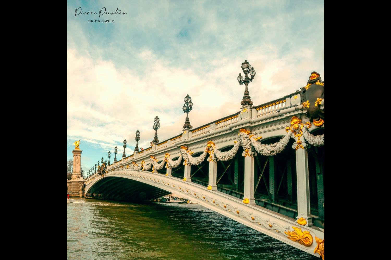 Photographie du pont Alexandre III, à Paris.
