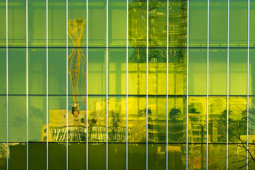 palais_congres_montreal_hydro_quebec_reflection_green_s_w_DSC5159