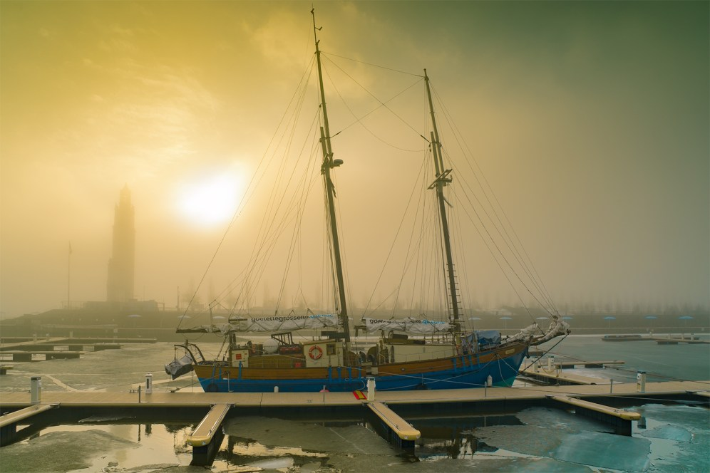 vieux_port_montreal_fog_morning_goelette_grosse_ile_s_w_DSC5307-Edit