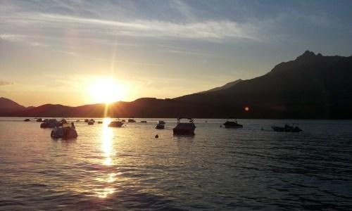 De zon gaat onder, een nieuwe dag komt met nieuwe kansen.
