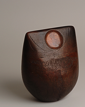 Artisan - studio pottery - burnished pot by Peter Hayes (by North Norfolk artisan photographer, Pierre Butikofer)