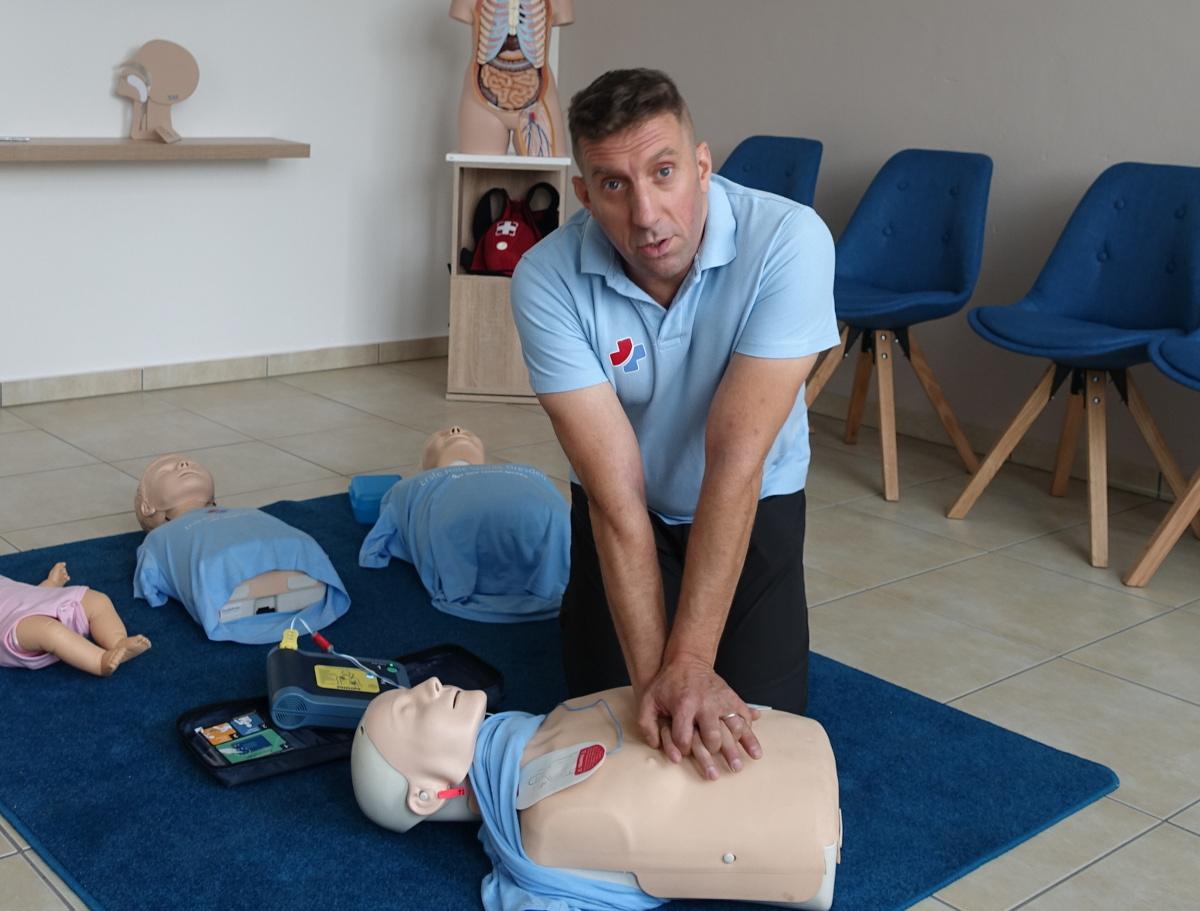 Erste Hilfe Schule AED