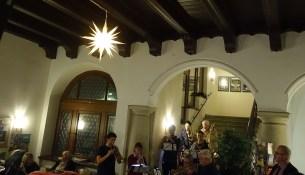 Rathaus Weihnachtsstern leuchtet
