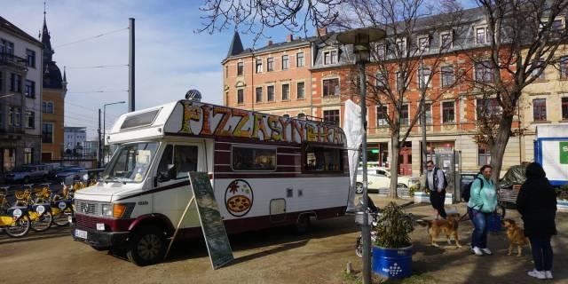 Der Wagen des Pizzasyndikats lädt zum Mittagessen ein. Alle Fotos: Elisabeth Renneberg