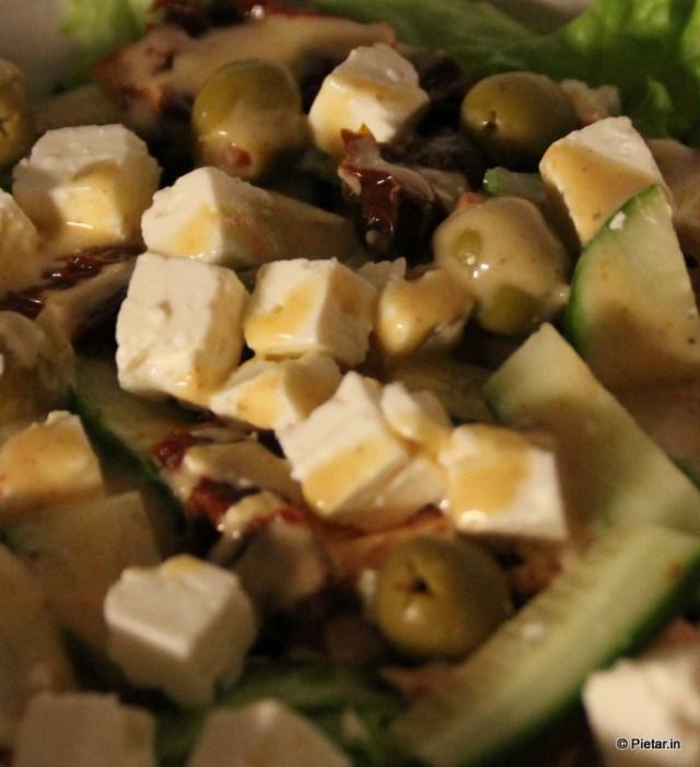 Salaattia lautasella.