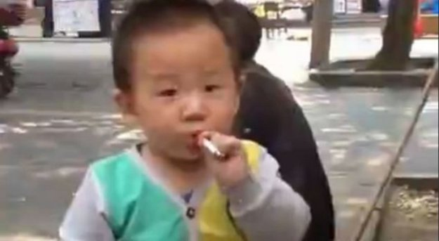 Toddler-Smoking-a-Cigarette-Is-Laughed-at-by-Onlookers-Video-445722-2