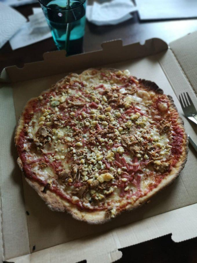 Kinkkua, tonnikala ja aurajuusto pizza o hyvä.