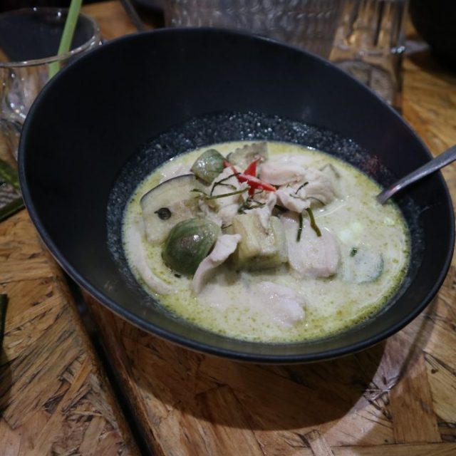 Vihreää currya.