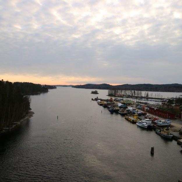 Maisema Saimaalle Laitaatsalmen sillalta.