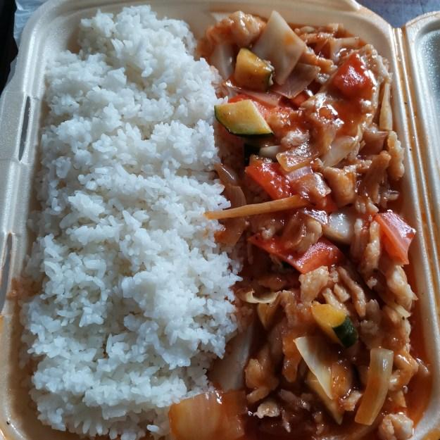 Kiinalainen ruoka maistuu.