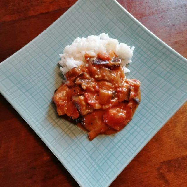 Munakoisocurrya ja riisiä.