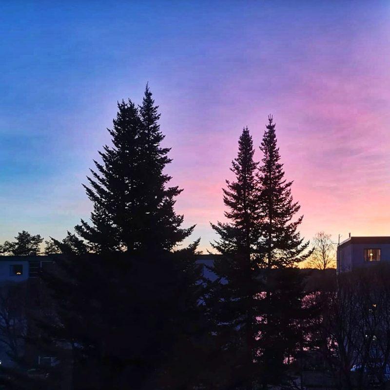 Värikäs auringonlasku.