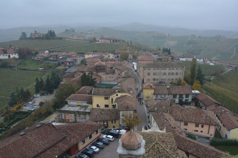 langa del barbaresco vista torre borgo