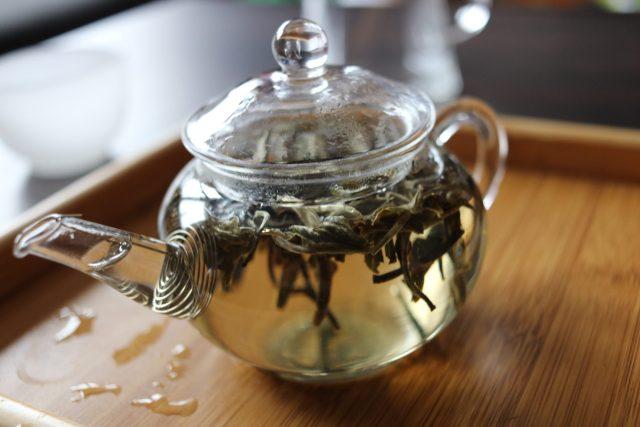 Czajniczek szklany dla początkującego herbaciarza.