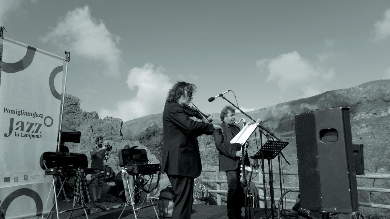 Valse avec le Vésuve : concert au bord du cratère