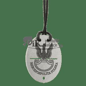 Nieśmiertelnik z orłem wojskowym z tarczą amazonek oraz inskrypcją RZECZPOSPOLITA POLSKA
