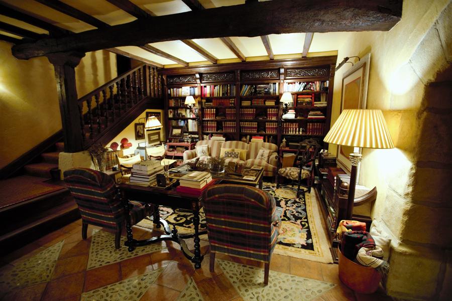 Caserio-Pikamendi-library-room-02